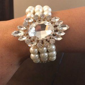 Jewelry - Pearl Bracelet w Huge Cubic Zirconia Stones